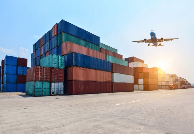 container e avião